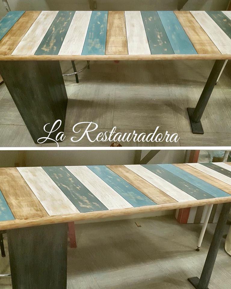 escritorio de pino simulando tablas La Restauradora