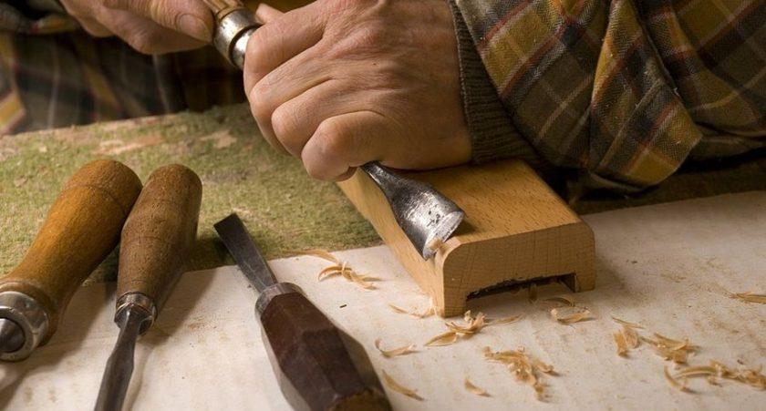 talla en madera La Restauradora