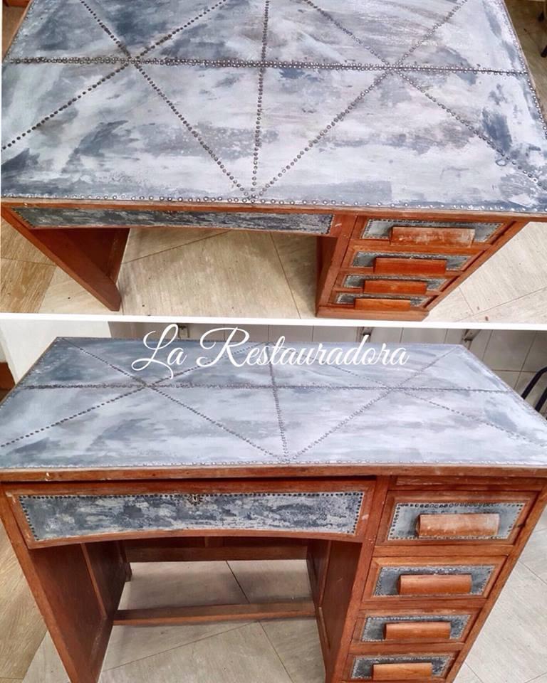 mesa con tapa de zinc La Restauradora